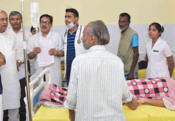 एन एम सी एच में हीट स्टोंक से पीडित  मरीजो  से मुख्यमंत्री ने की मुलाकात