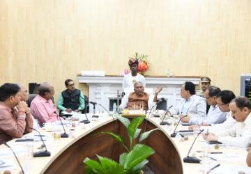 महामहिम राज्यपाल-सह-कुलाधिपति श्री फागू चैहान ने आज राजभवन  सभाकक्ष में बारी-बारी से आर्यभट््ट ज्ञान...