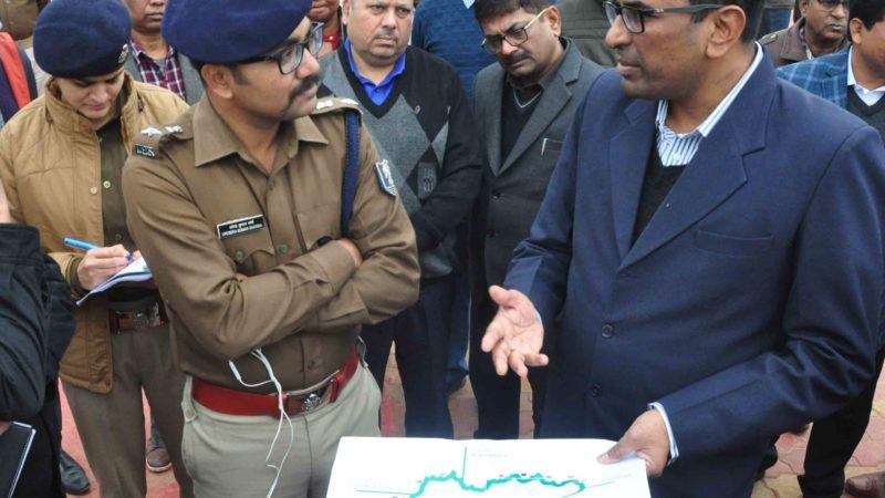 मानव श्रृंखला की तैयारी एवं समीक्षा  /जिलाधिकारी श्री कुमार रवि के साथ उप विकास आयुक्त , वरीय पुलिस अधीक्षक श्री उपेन्द्र शर्मा,सहित सभी संबंधित पदाधिकारी उपस्थित