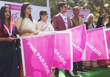 ब्रेस्ट कैंसर के खिलाफ हजारों महिलाओं ने किया पिंक परेड