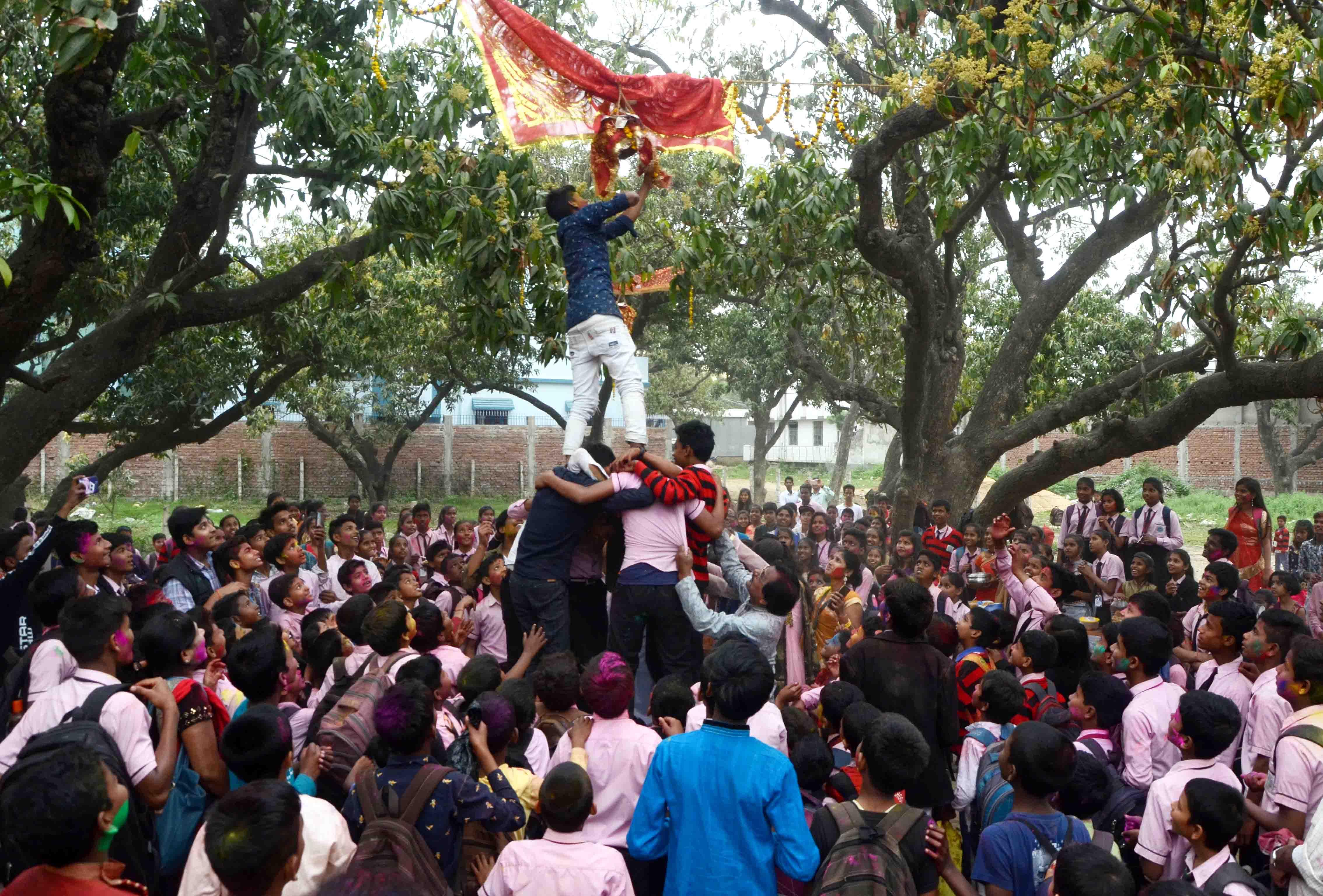 साई-शिवम पब्लिक स्कूल की मटका फोड़ होली