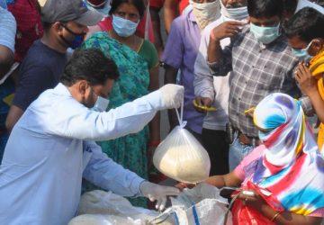 २०० मज़दूरों और रोजा रखे हुए मुस्लिम परिवारों को राशन के साथ जरूरत का सामन  बांटा / मोहम्मद खालिद अज...