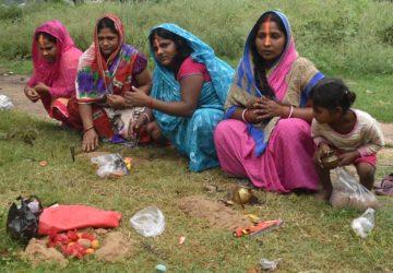 चेचक,  छोटी  माता है  , उसी  तर्ज पर  कोरोना माई की पूजा, ग्रामीण क्षेत्रों में शुरू!