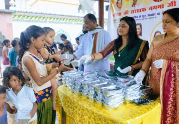 food packets distributed on occasion of Rahul gandhis birthday