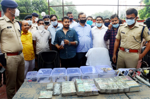<b>SSP Upendra Kumar Sharma's team has arrested 5 dacoits who carried out the bank robbery</b>