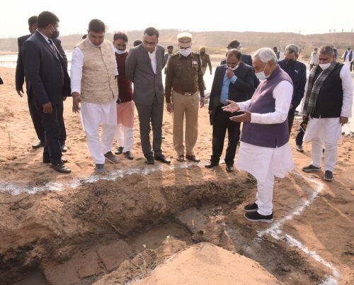 <b>मुख्यमंत्री ने बांका जिले में चांदन नदी के किनारे अवस्थित पुरातात्विक स्थल का किया परिभ्रमण</b>