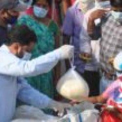 २०० मज़दूरों और रोजा रखे हुए मुस्लिम परिवारों को राशन के साथ जरूरत का सामन  बांटा / मोहम्मद खालिद अज़ीम और उनके सहयोगियों ने